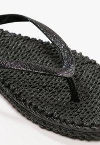 Ilse Jacobsen - CHEERFUL - Teenslippers - black - 5