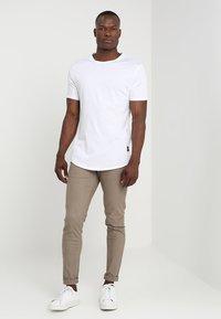 Only & Sons - ONSMATT LONGY 7 PACK - T-shirts - white/black/light grey melange - 0