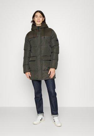 AMOS JACKET - Zimní kabát - khaki