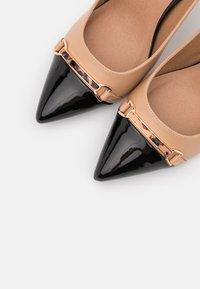 Wallis - CANNON - Escarpins à talons hauts - black/beige - 5