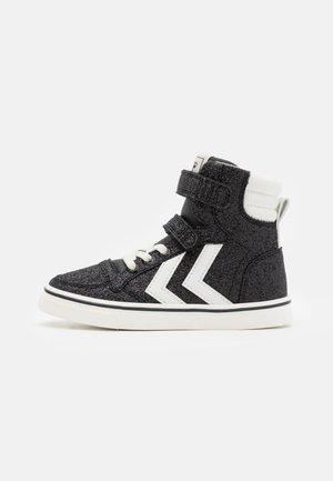 SLIMMER STADIL GLITTER JR - Sneakers hoog - black