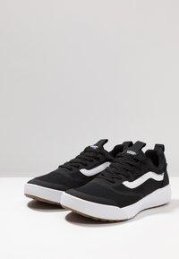 Vans - UA ULTRARANGE RAPIDWELD - Trainers - black/white - 2