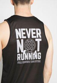 Nike Performance - DRY MILER TANK - Camiseta de deporte - black/reflective silver - 4