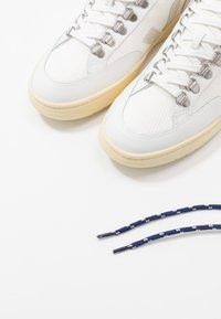 Veja - RORAIMA - Korkeavartiset tennarit - white natural - 5