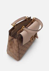 Guess - HANDBAG VALY LARGE GIRLFRIEND SATCHEL - Handbag - latte - 2