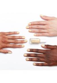 Essie - EXPRESSIE - Nail polish - 100 busy beeline - 1