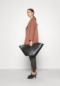 Theory - CLAIRENE LUXE NEW - Classic coat - dark rose - 3