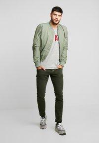 Antony Morato - PANTS BARRET - Slim fit jeans - military green - 1