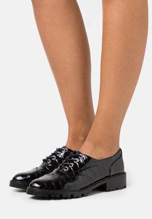 FREY CHNKY - Šněrovací boty - black