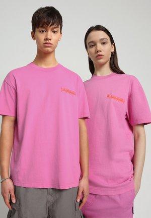T-shirt con stampa - pink super
