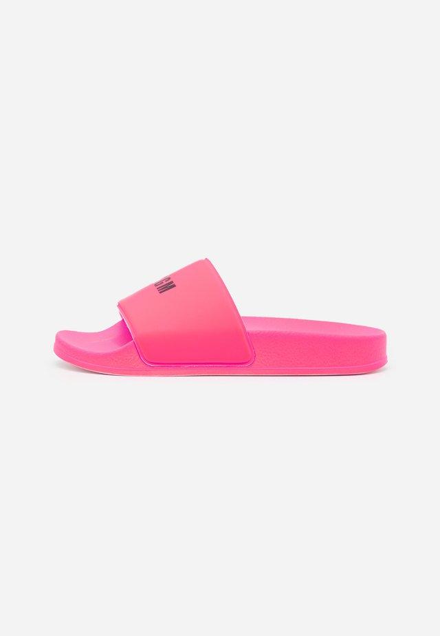 Sandalias planas - pink