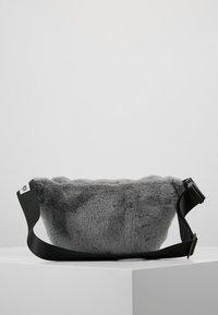 Moss Copenhagen - FURRY BUMBAG - Bältesväska - dark grey - 3