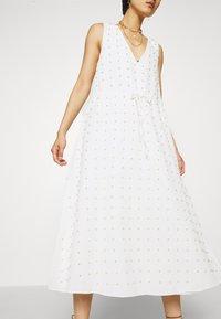 Stevie May - TULLY MIDI DRESS - Denní šaty - white - 5