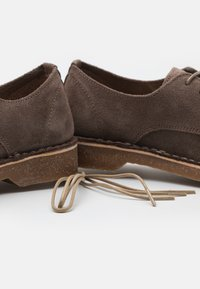 Selected Homme - SLHRIGA DERBY - Stringate - almondine - 5