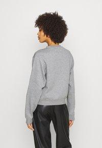 Guess - TRIANGLE - Sweatshirt - stone heather grey - 2