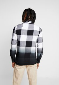 Only & Sons - ONSFREDDY LS DIP DYE CHECKED  - Košile - black - 2