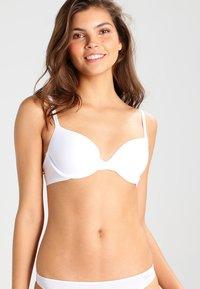 Triumph - BODY MAKE UP - T-shirt bra - white - 0