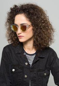 QUAY AUSTRALIA - KITTI - Sunglasses - clear - 0