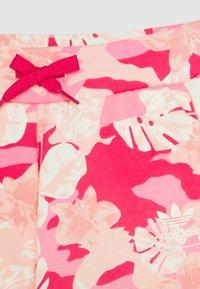 adidas Originals - Pantalon de survêtement - pink/off white - 2