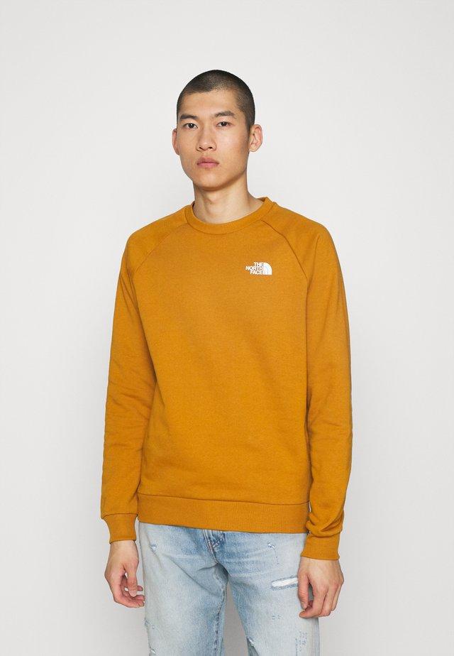 RAGLAN REDBOX CREW - Sweatshirt - timber tan/burnt olive green