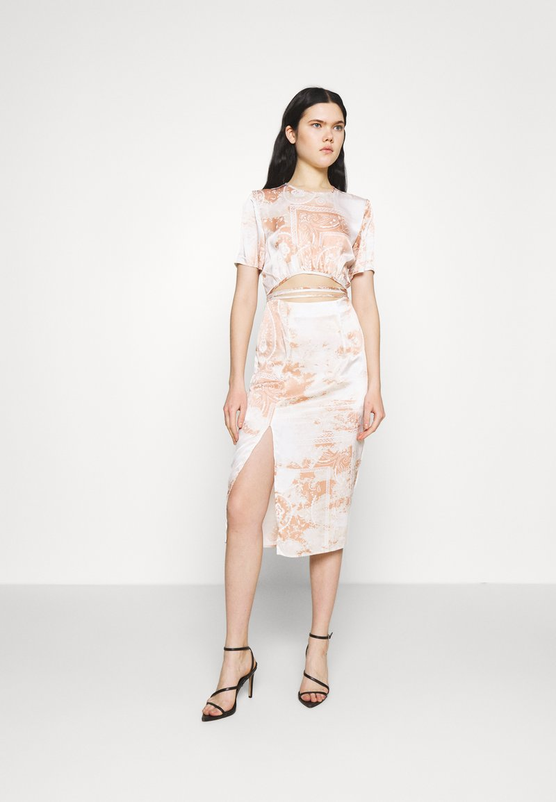 Missguided - PAISLEY PRINT CUT OUT DETAIL MIDI DRESS - Kjole - cream