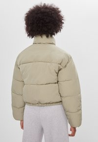 Bershka - Winter jacket - khaki
