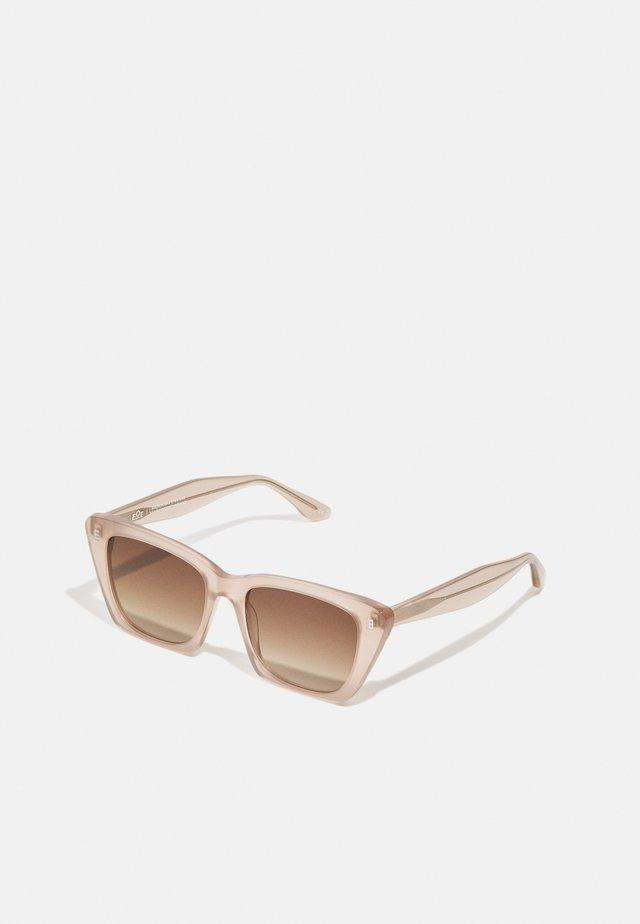 FARA - Sluneční brýle - dust/fog