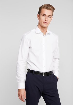 SLIM FIT SPREAD KENT PATCH - Camicia elegante - white