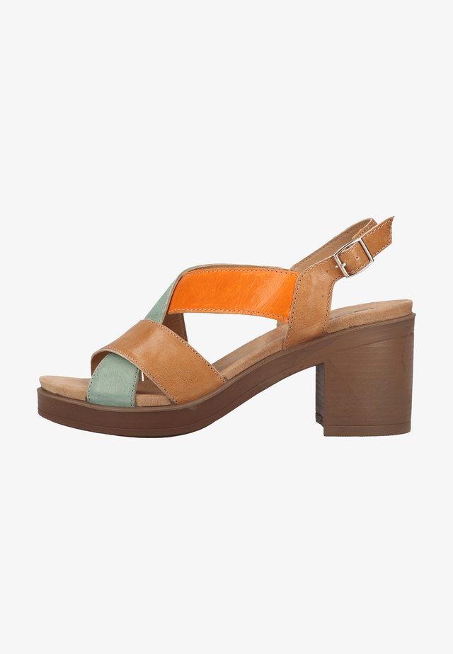 Sandały z cholewką - biscotto 11