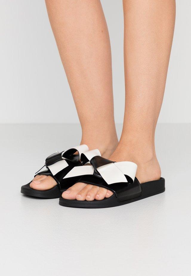 Pantofle - black/milk