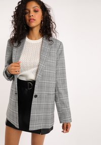 Pimkie - MIT KARO-PRINT - Short coat - schwarz - 3