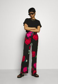 Who What Wear - WIDE LEG PANT - Trousers - multicolor - 1