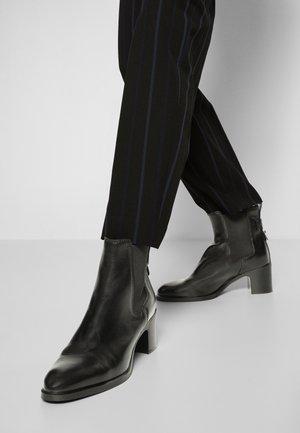 ANNYLEE - Kotníkové boty - black