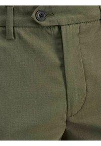 Jack & Jones PREMIUM - JJICONNOR - Shorts - dusty olive - 2
