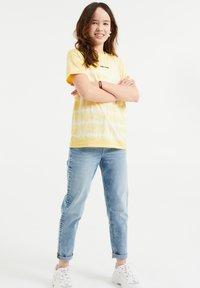 WE Fashion - T-shirt print - light yellow - 0
