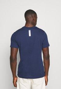 Nike Sportswear - Triko spotiskem - midnight navy - 2