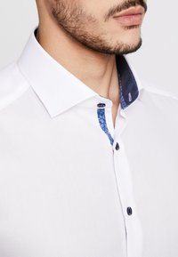 OLYMP Level Five - OLYMP LEVEL 5 BODY FIT  - Formal shirt - weiss - 3