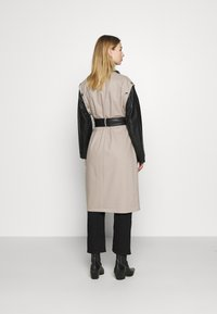 4th & Reckless - JAGGER JACKET - Trenchcoat - taupe/black - 2