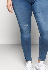 ONLY Carmakoma - CARLAOLA  - Jeans Skinny Fit - light blue denim - 3
