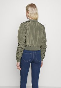 Noisy May - NMSADIE CROP JACKET - Chaquetas bomber - dusty olive - 2