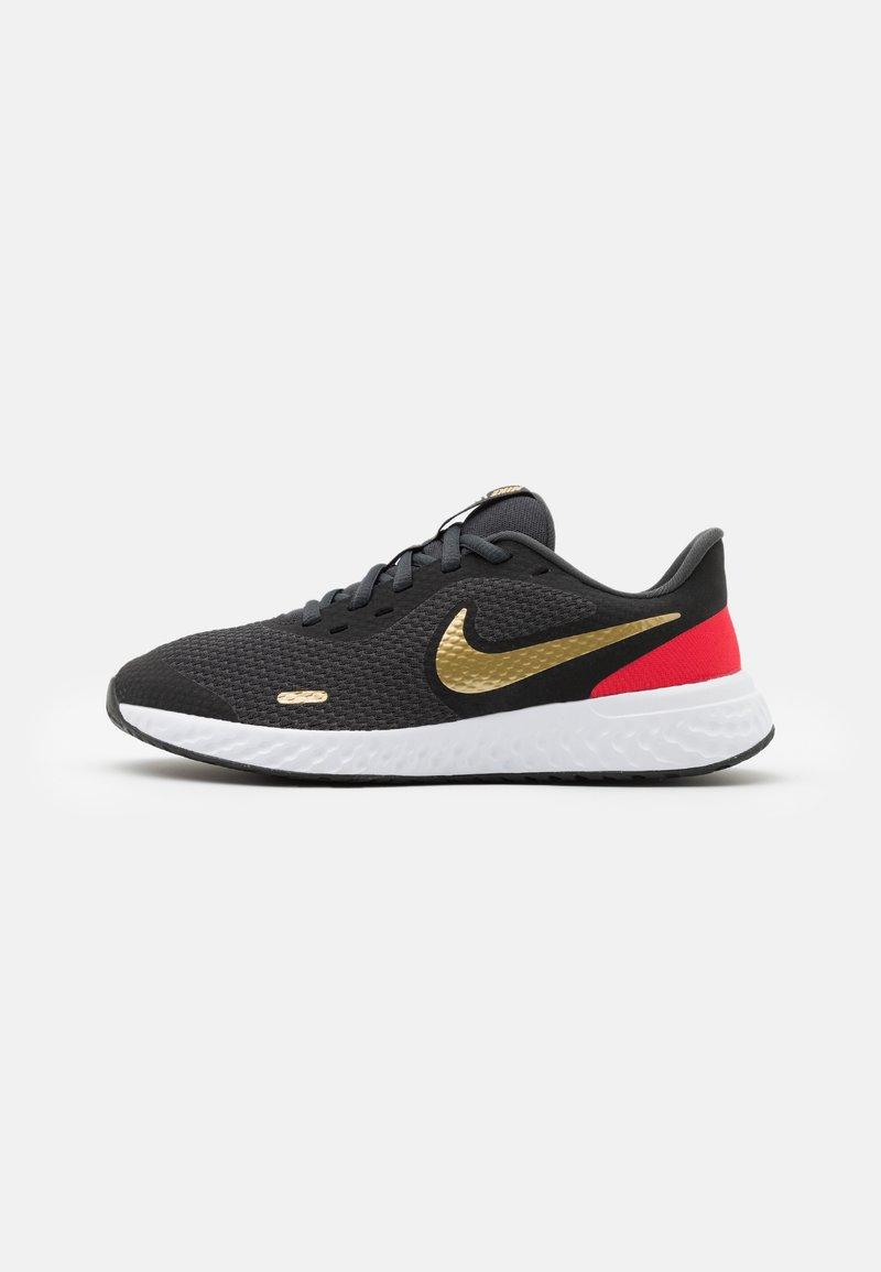 Nike Performance - REVOLUTION 5 UNISEX - Neutral running shoes - dark smoke grey/metallic gold/university red/yellow