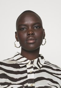 Lauren Ralph Lauren Woman - COURTENAY LONG SLEEVE - Skjorte - dark brown /multi - 5