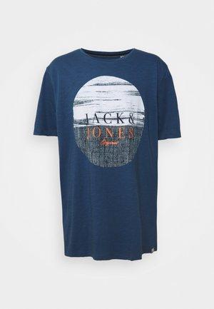 JORCALIBRUSH TEE CREW NECK - Print T-shirt - ensign blue