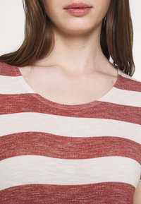 Vero Moda - VMWIDE STRIPE TOP  - Print T-shirt - marsala/snow white - 4