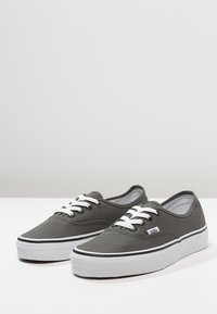 Vans - AUTHENTIC - Skateboardové boty - pewter/black - 2