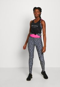 Pink Soda - DECO TANK - T-shirt sportiva - black/white - 1