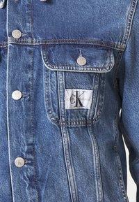 Calvin Klein Jeans - 90S JACKET - Spijkerjas - mid blue - 5
