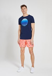 Shiwi - SUNSET SHADES - Print T-shirt - dark navy - 1
