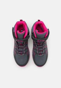Hi-Tec - TRIO WP UNISEX - Zapatillas de senderismo - mid grey/dark grey/fuchsia - 3