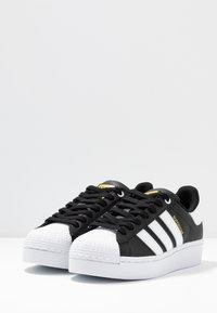 adidas Originals - SUPERSTAR BOLD - Sneakersy niskie - core balck/footwear white/gold metallic - 6